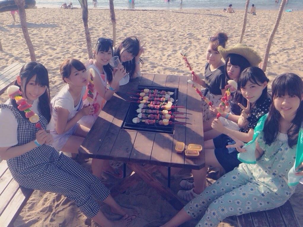 AKB48新聞 HKT48  8人で海 (3)