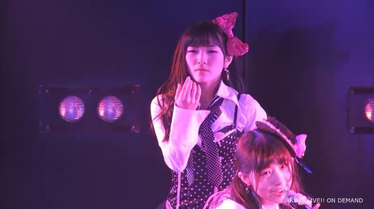 AKB48岡田奈々 口移しのチョコレート (38)