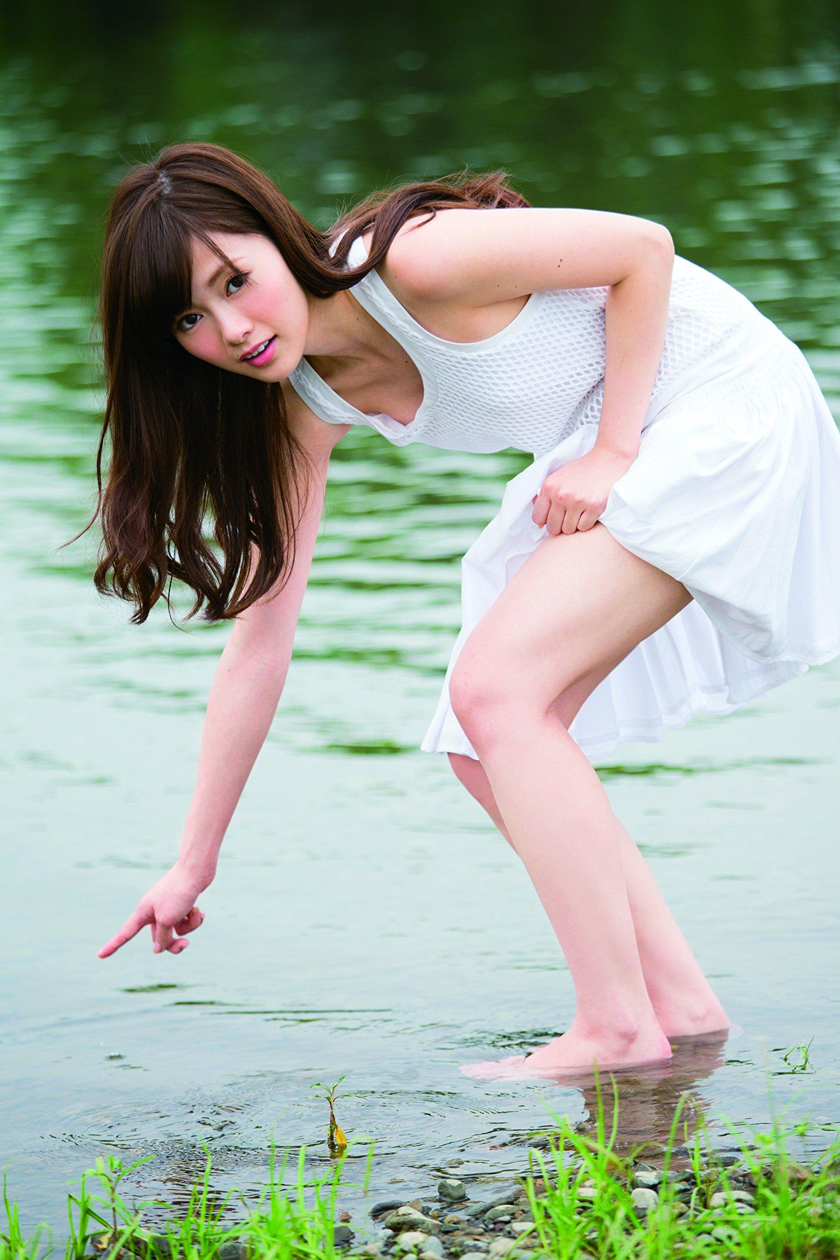白石麻衣 ファースト写真集 清純な大人  (1)