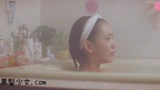 宮脇咲良「Green Flash」MV お風呂