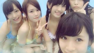 AKB15期生で水着プールが桃源郷 向井地美音 大和田南那 込山榛香  (1)
