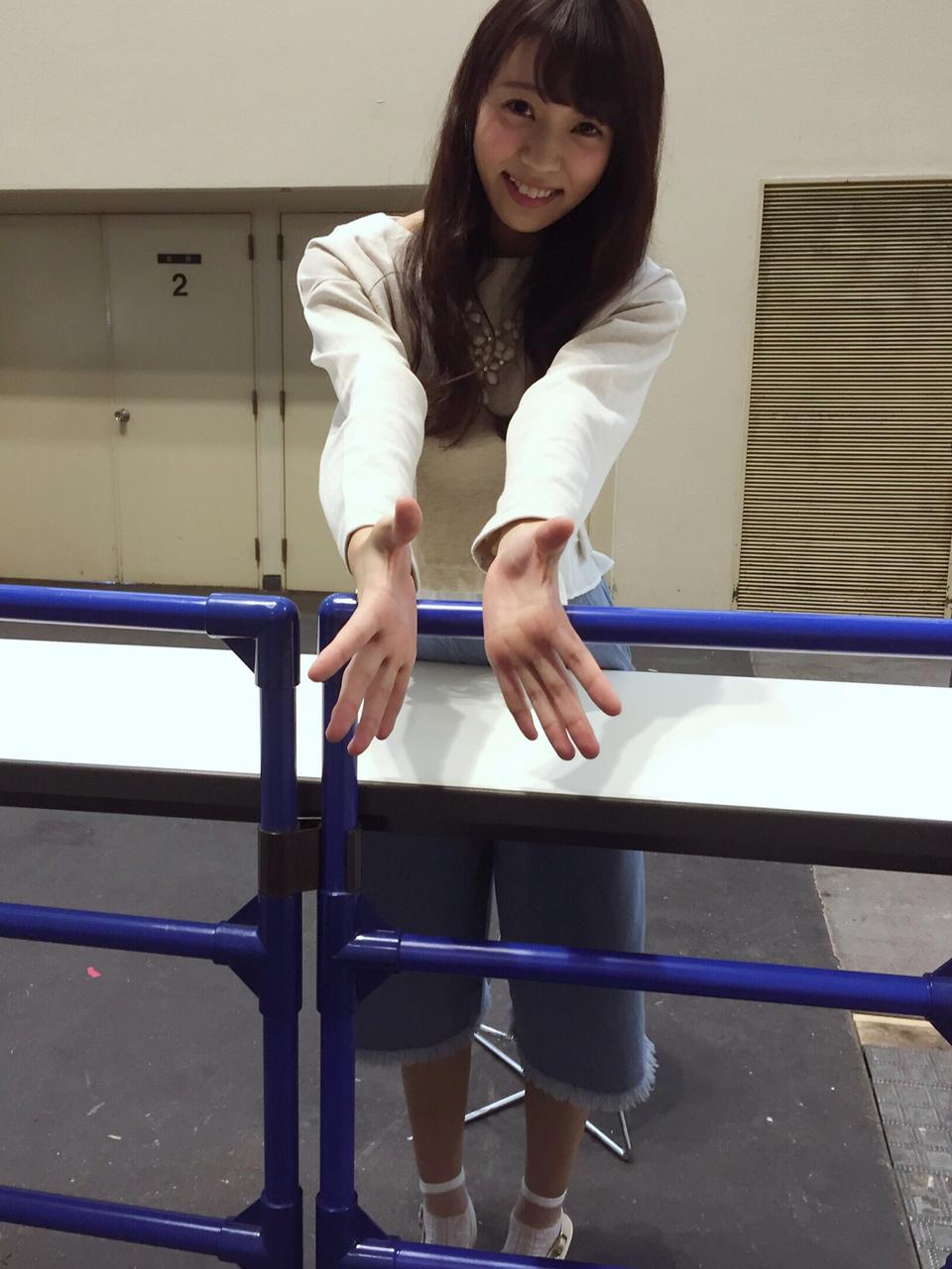小林由依 欅坂46の2ndシングルの発売日まだかな?(涙) 個別握手いきたい (1)
